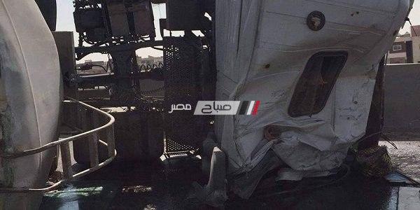 بالصور انقلاب سيارة نقل محملة بالمياه بالإسكندرية