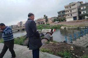 رئيس مدينة دمنهور يتفقد محطة صرف الزراعى بطريق بسطرة