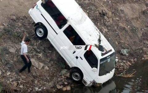 مصرع 7 وإصابة 16 في حادث تصادم سيارة نقل وميكروباص بالبحيرة