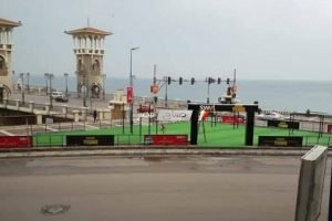إنشاء ساحة رياضية مجانية للمواطنين بكورنيش ستانلي بالإسكندرية.. صور