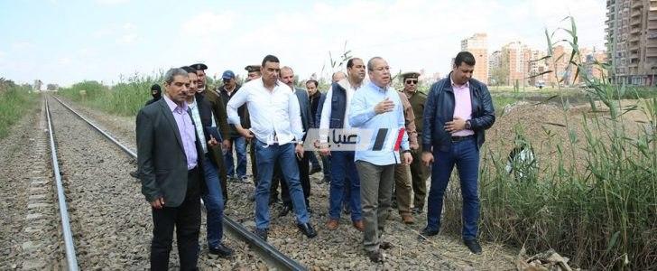 محافظ كفرالشيخ يتفقد موقع انحراف عربتا القطار رقم 495