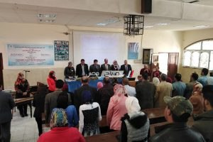 رئيس جامعة دمياط يكرم أعضاء هيئة التدريس الحاصلين على جوائز .. صور