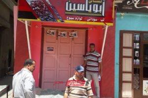 اغلاق 4 محلات تجارية تعمل بدون ترخيص في حملة مكبرة بدمياط