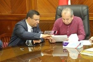 محافظ كفر الشيخ يناقش طلبات المواطنين مع اللواء شكرى الجندى