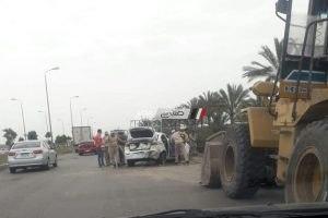 اصابة شخص جراء انقلاب سيارة ملاكي في ترعة بطريق دمياط الجديدة .. صورة