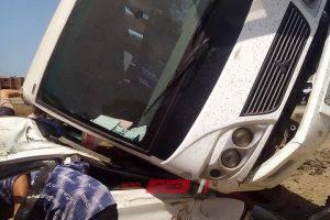 انقلاب اتوبيس على سيارة ملاكي بطريق دمياط – بورسعيد… صور