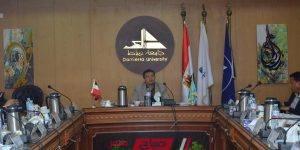 اجتماع رئيس جامعة دمياط