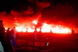 بالفيديو النيران تلتهم مصنع اكياس بلاستيك بقرية ميت عنتر بالمنصورة.. حريق الدقهلية