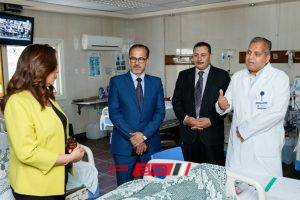 محافظ دمياط تقدم التهانى للمرضى بمستشفى التخصصى ودمياط العام