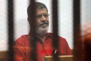 وفاة محمد مرسى العياط بعد إصابته بحالة إغماء خلال جلسة محاكمته بقضية التخابر