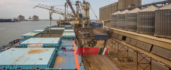 ميناء دمياط يستقبل 9 سفن و 127 سيارة نقل تغادر بحمولة 5762 طن قمح