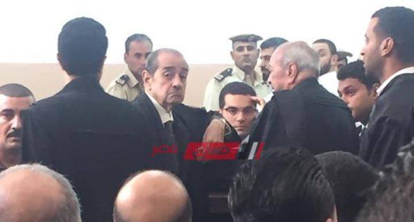 بالصورة محامي الرئيس السابق فريد الديب يظهر في محكمة جنايات دمياط