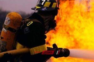 اخماد حريق في مصنع بلاستيك في شبرا الخيمة