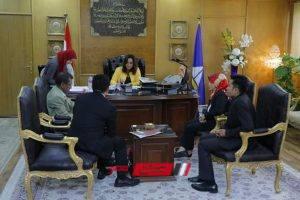 وفد من السفارة الإندونيسية بمصر يلتقي بمحافظ دمياط لتطوير صناعة الاثاث