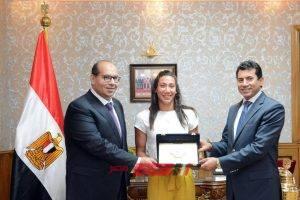 إدريس يشكر الوزير على تكريم فريدة عثمان ودعمه اللا محدود لإتحاد السباحة