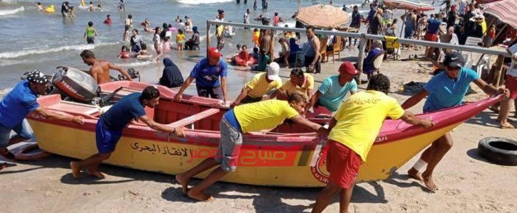 تمركز سيارات الاسعاف على شواطئ رأس البر لخدمة المصطافين