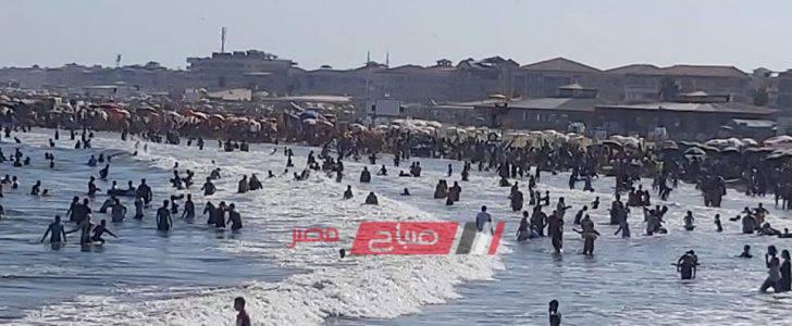 اقبال كبير من المصطافين على شواطئ رأس البر هربا من حرارة الطقس
