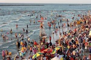 بالصور رئيس محلية رأس البر بدمياط: إنقاذ 36 شخص من الغرق وإعادة 643 طفل تائه