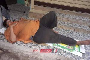 ايقاف عامل نظافة بدمياط عن العمل بعد مطالبته بأجر 3 شهور متأخره على فيس بوك