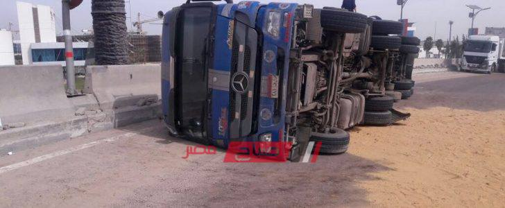 انقلاب سيارة نقل بطريق إسكندرية الصحراوي