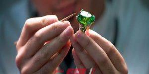التعليم تعلن تقدم 650 طالبا لمدرسة الحلى والمجوهرات بالعبور وغدا بدء اختبارهم