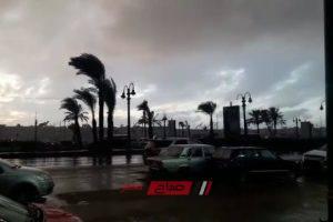 أمطار غزيرة على الإسكندرية ورياح شديدة الآن