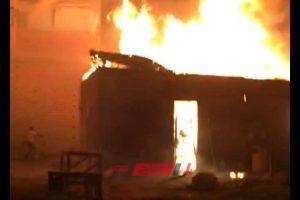 بالصور إخماد حريق هائل نشب في ورشة موبليات بدمياط