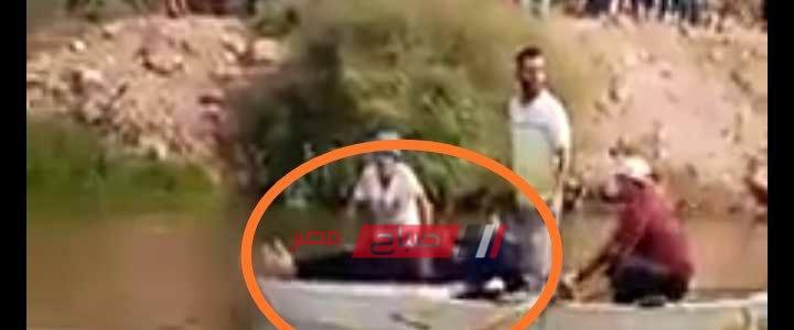 فيديو لحظة انتشال جثة شخص لقى مصرعه غرقا في مياه ترعة بدمياط