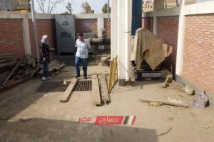 رئيس مدينة الزرقا يتفقد محطة الصرف الصحي بسيف الدين