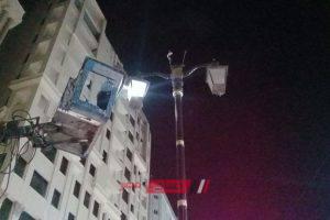 رئيس محلية دمنهور يعلن انتهاء أعمال صيانة كشافات الاناره بالاعمده الديكوريه بشارع الجمهوريه