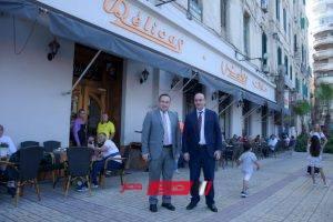 بالصور محافظ الإسكندرية وعمدة بافوس يزوران أقدم حلواني يوناني بالمدينة