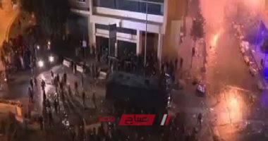 إطلاق قنابل الغاز المسيلة للدموع لتفريق المواطنين في تظاهرات لبنان