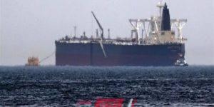 انفجار ناقلة إيرانية في مياه البحر الأحمر وحدوث تسرب نفطي