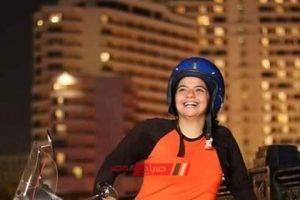 إيمان أسامة سائقة سكوتر بالأجرة تتمنى أن تكون وزيرة السياحة في مصر