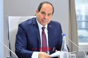 السيسي يكتب تحيا مصر على سبورة فصول العاصمة الإدارية.. فيديو