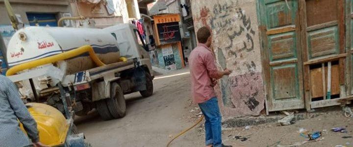 شن حملة لرش المبيدات ومكافحة الحشرات بشوارع مدينة كفر البطيخ بدمياط