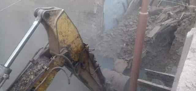حفاظاً على سلامة المواطنين لجنة المنشأت الأيلة للسقوط تزيل 4 منازل بالمنيا