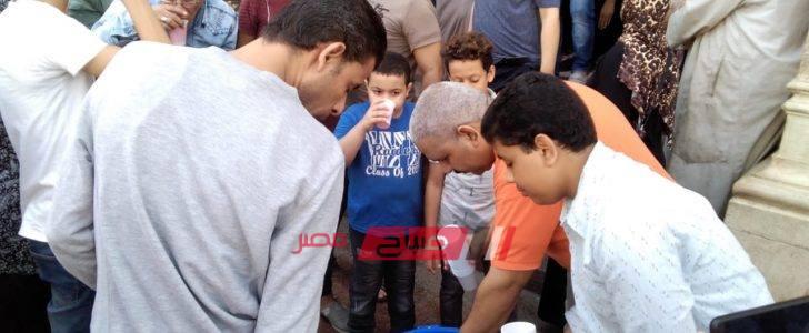 المولد النبوي الشريف.. توزيع شربات بالموز بشوارع الإسكندرية.. صور