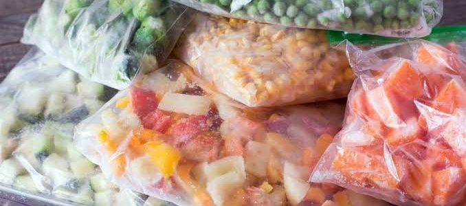ضبط سلع غذائية وخضروات مجمدة غير صالحة للاستهلاك بالإسكندرية