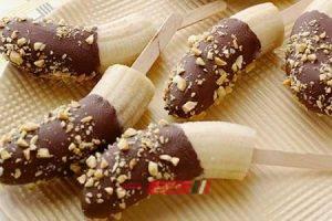 طريقة عمل أصابع الموز بالشوكولاتة والمكسرات للأطفال