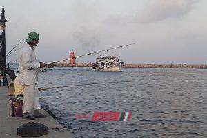 عودة حركة الصيد لطبيعتها في دمياط بعد تحسن حالة الطقس