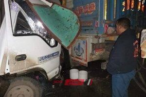 بالصور إصابة 3 اشخاص جراء حادث تصادم بين سيارتين نقل على طريق دمياط بورسعيد