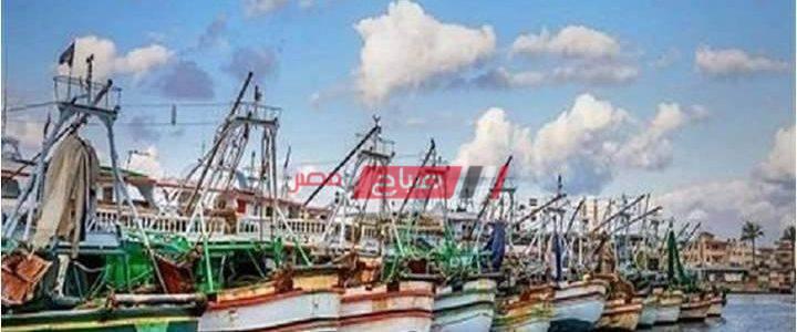 عودة حركة الصيد بدمياط إلى طبيعتها بعد تحسن الأحوال الجوية وبوغاز عزبة البرج يستأنف العمل