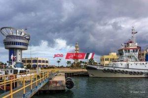 666 شاحنة تغادر بحمولة 33861 طن من البضائع العامة عبر ميناء دمياط