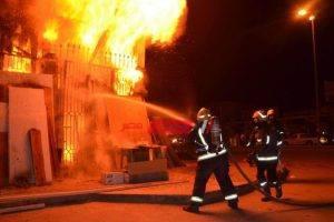 إخماد حريق في مصنع بطاطين في العاشر من رمضان
