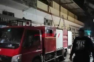 إخماد حريق هائل نشب في محل أحذية بدمياط
