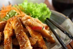 طريقة عمل دجاج ترياكي بالسمسم والصوص