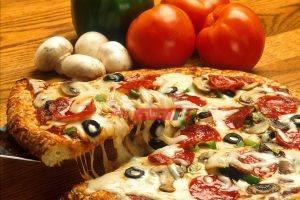 البيتزا الإيطالي في المنزل بأقل التكاليف والطعم لا يقاوم