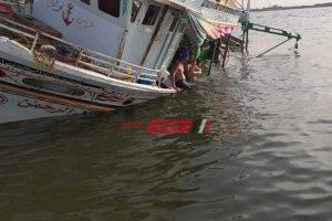 اصطدام مركب صيد بحجارة في مياه النيل برأس البر