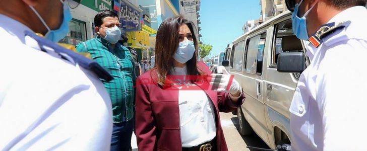محافظ دمياط تشدد على التزام سائقى سيارات الأجرة بإرتداء الكمامة الوقائية